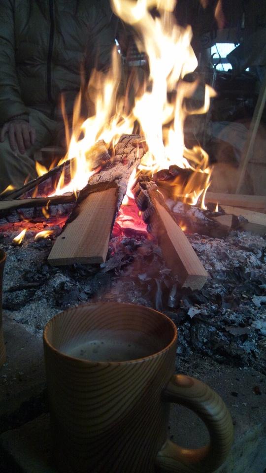 雪の中の焚き火